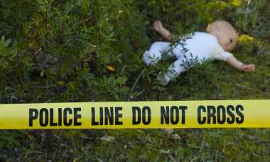 Petugas Kebersihan Temukan Mayat Bayi di Tumpukan Sampah