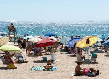 Pantai Ini Bebas Hujan!