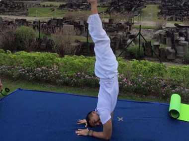 FOTO: Aksi Yoga Anjasmara di Candi Prambanan