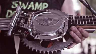 Komponen Harley Davidson Dibuat Gitar oleh Swamp Driver