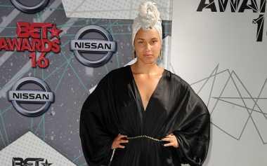 Alicia Keys Pede Tampil Tanpa Make-Up di Acara Penghargaan