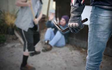 Jelang Sahur, Seorang Pemuda Dicelurit di Depan Masjid