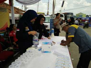 Jelang Arus Mudik, Sopir Bus Tes Urine di Terminal Lebak Bulus
