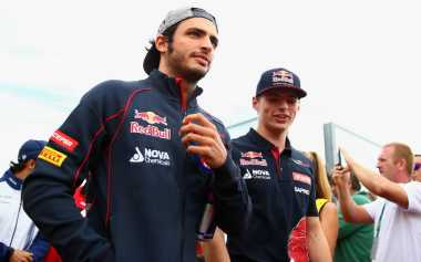 Carlos Sainz Resmi Bertahan di Toro Rosso