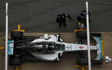 Bos Mercedes Peringatkan Rosberg dan Hamilton