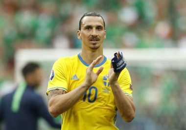 Ibrahimovic Selalu Sumbang Piala di Musim Perdana
