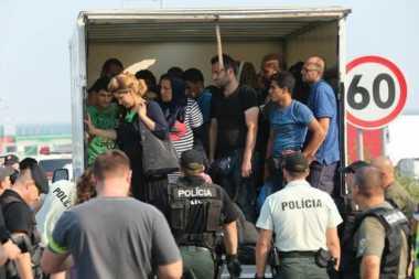 Sekap 106 Pengungsi di Truk, Dua WN Rumania Ditahan