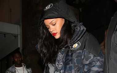 Rihanna Traktir Pizza Fansnya yang Kehujanan