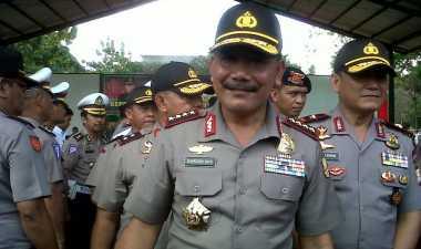 Jelang Pensiun, Jenderal Badrodin Terima Tanda Jasa dari TNI