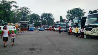 INFO MUDIK: Terminal Kalideres Dipadati Pemudik Sumatera & Jawa Tengah