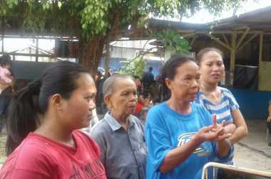 Tak Didata Sembako Jokowi, Ibu-Ibu di Depok Mengeluh