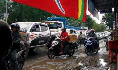 Ramai Pemudik, Jalan Menuju Pelabuhan Gilimanuk Penuh Kendaraan