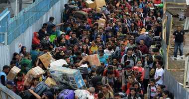 INFO MUDIK: Pemudik di Pelabuhan Kendari Tak Terangkut Semua