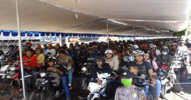 INFO MUDIK: Pedagang Kaki Lima & Tukang Ojek Panen Rezeki di Gilimanuk