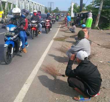 INFO MUDIK: Banyak Pengemis, Lalin di Jembatan Sewo Padat
