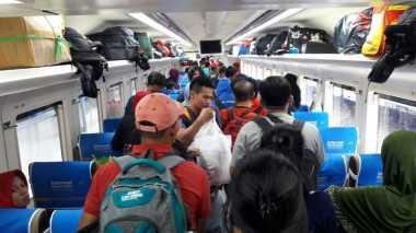 Menhub dan Wagub DKI Lepas Ratusan Pemudik Naik Kereta Baru