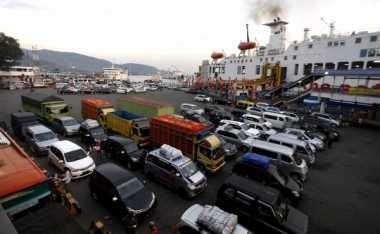 INFO MUDIK: Macet Parah, Jalan ke Pelabuhan Merak Buka Tutup