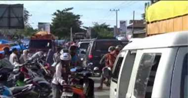 INFO MUDIK: Imbas Pasar Tumpah, Jalur Mudik Trans Sulawesi Macet