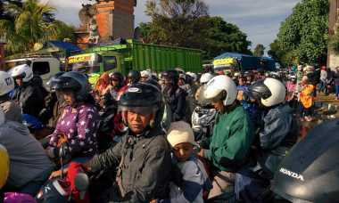 INFO MUDIK: Panjang Antrean ke Pelabuhan Gilimanuk 10 Kilometer