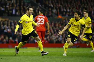 Manchester United Berikan Tanda-Tanda Rekrut Mkhitaryan
