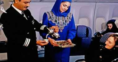 Dalam Maskapai Penerbangan Ada Makanan Muslim & Halal, Apa Bedanya?