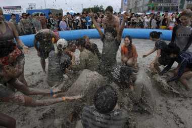 TOP TRAVEL 10: Festival Lumpur Biuskan Jutaan Wisatawan di Negeri Gingseng