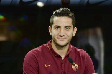 Tiga Klub Premier League Inginkan Bek Tangguh AS Roma