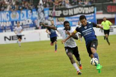 Arema Bungkam Perseru 3-0