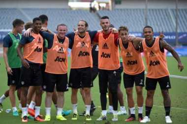 Rooney Dipermalukan Rekan Setim saat Berlatih