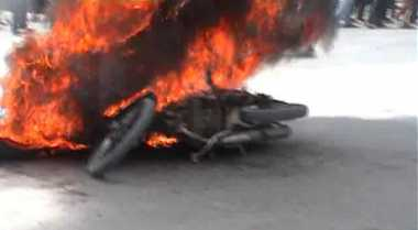 Bonceng Tunangan Orang, Motor Pelajar MTs Dibakar Warga