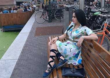 FOTO: Pakai Sepatu Ballerina, Syahrini Cute