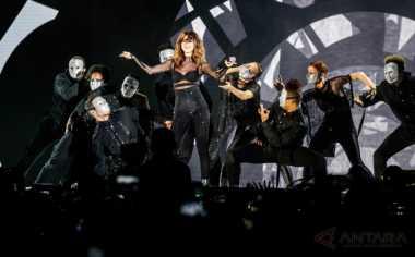 Tampilan Cantik dan Seksi Selena Gomez di Konser