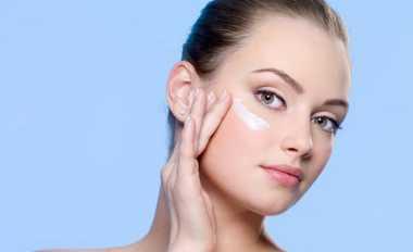 Penggunaan Krim Wajah Ternyata Berbeda dengan Make-Up Remover