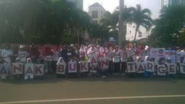 Aktivis Anak Kampanye Bahaya Rokok di Car Free Day Jakarta