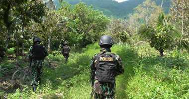 Baliho Imbauan Agar Sisa Kelompok Santoso Menyerah Disebar di Poso