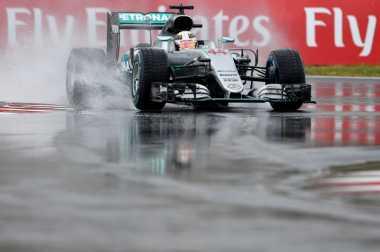 Lewis Hamilton Kudeta Posisi Puncak, Rio Haryanto 21