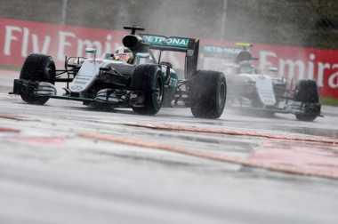 Hamilton-Rosberg Bersaing Ketat, Rio Haryanto Turun Paling Buncit