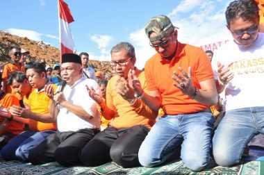 Wali Kota Makassar Sujud Syukur di Tempat Sampah