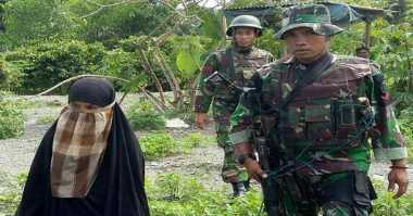 Istri Santoso Buang Senjata Suaminya di Hutan