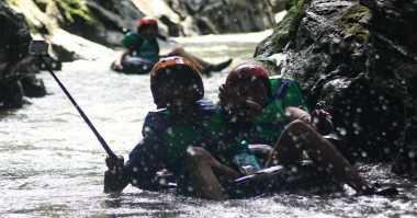 Sensasi Susur Sungai Karst Tubing, Coba Yuk..