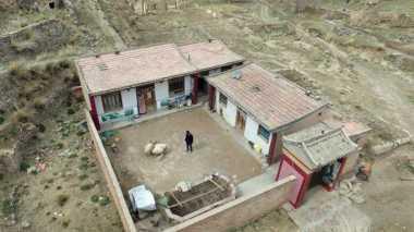 Pria Ini Hidup Sebatang Kara di Desa Tiongkok
