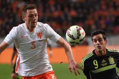 Gagal Dapatkan Koulibaly, Chelsea Bidik Bek Lazio