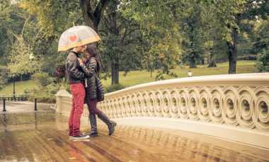 Saat Mencintai Seseorang, Anda Harus Siap Hal Negatif Ini