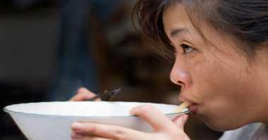 Di Jepang Menyeruput Kuah dari Piring Dianggap Sopan