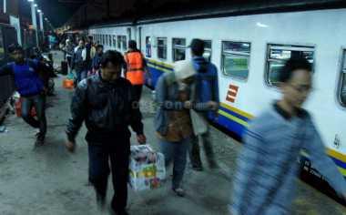Stasiun Senen Terapkan Sistem Check-In dan Boarding Pass
