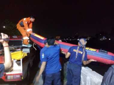Dirazia Satpol PP, Dona Nyebur ke Banjir Kanal Barat