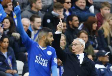 Ranieri Sarankan Riyad Mahrez Bertahan di Leicester City