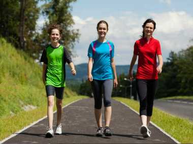 Hobi Jalan Kaki Cegah Risiko Serangan Jantung
