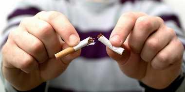 Merokok Membuat Mata Lebih Cepat Kering