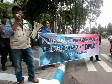 Warga Galang Koin Sindiran untuk DPRD Jombang